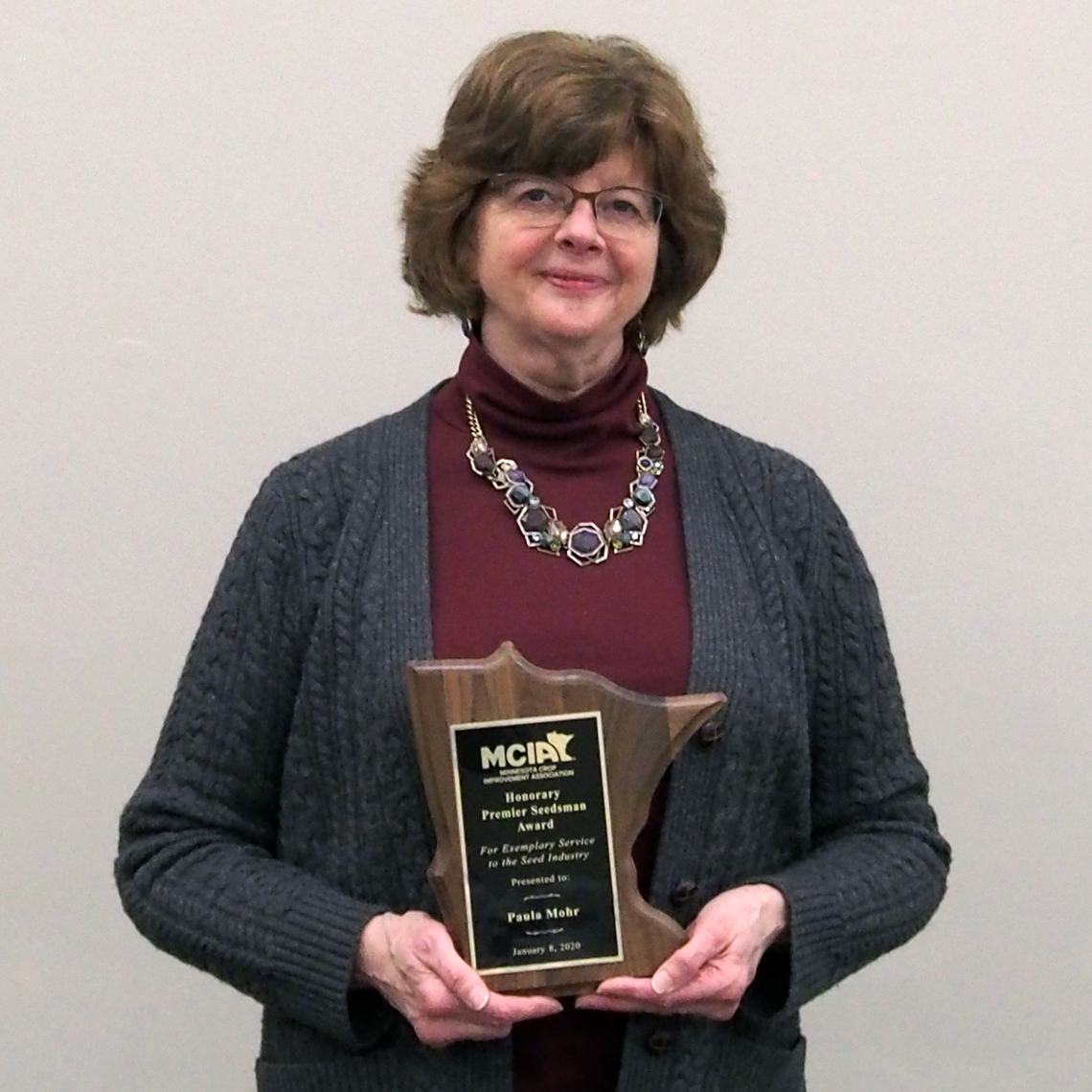 Paula Mohr, editor of The Farmer, received award from MCIA