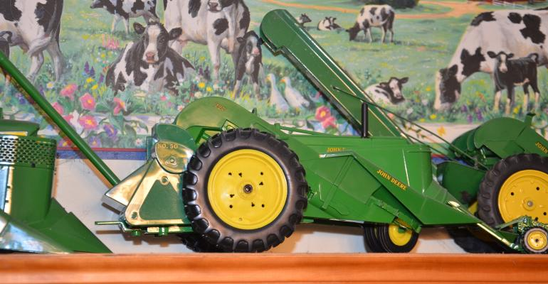 1/16th scale John Deere picker with sheller attachment
