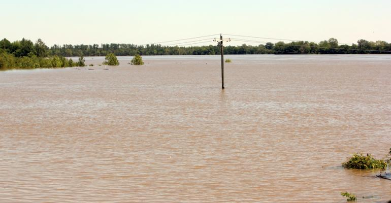 Mississippi River's record crest at Caruthersville, Mo. (video)
