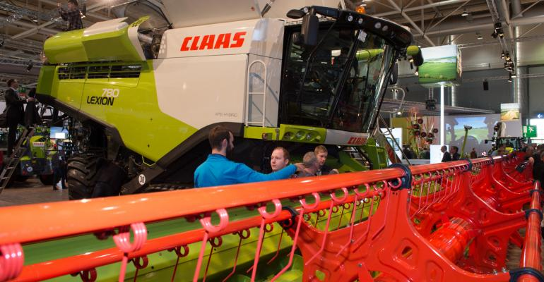 Claas is innovating the threshing system in its 700 Series conmbines with some innovative ideas and they39re rolling out a system that monitors the combine to prevent getting stuck
