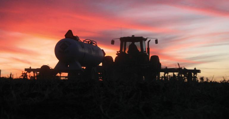 Applying fall fertilizer at the right time, rate and in the right form
