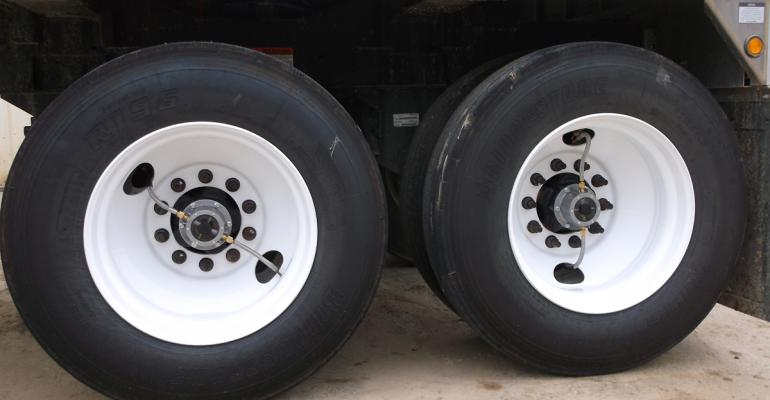 Smart tire pumping system for semi-trailers