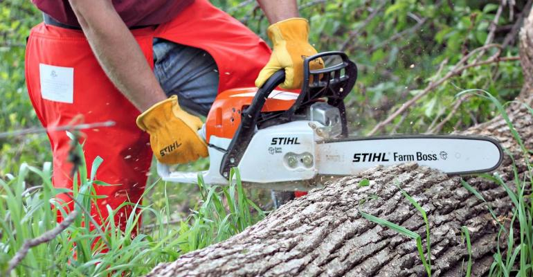 Stihl39s new MS 271 Farm Boss chain saw aims to reduce emissions and lower fuel consumption Team FIN puts it to the test