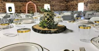 wedding table settings and centerpiece