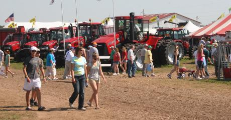 visitors at Wisconsin Farm Tech Days