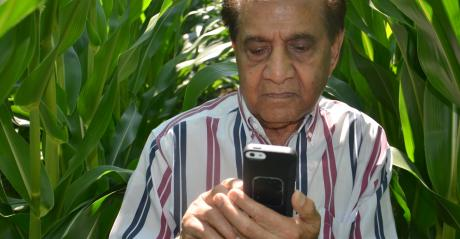 Dave Nanda looking at cellphone